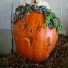 For all you cowboy fans out there here is a cowboy pumpkin with stars for eyes.  This pumpkin design is different, you probably won't see another like it in your neighborhood!  This guy is made out of a 50 pound pumpkin.