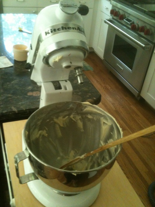 Rachael Ray, I am not! I have no one to clean up after I make a mess. See the batter splattered on the mixer?
