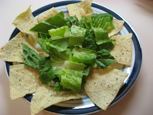Depending on the appetite, you can put fewer of the tortilla chips around the edge or more. Same goes for the lettuce. Heap it up or just put a layer.